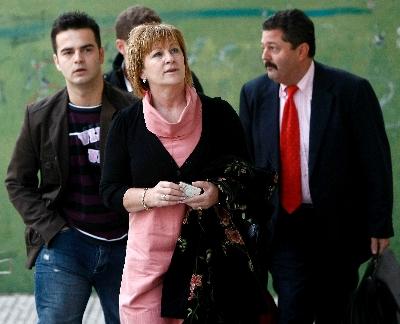 Ada Bustamante y su hijo Igor a su llegada a los juzgados de Santander